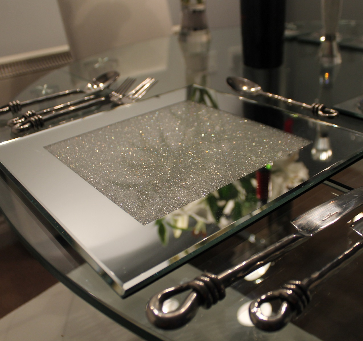 Set of 4 mirrored place mats filled with crystals for Glass table placemats